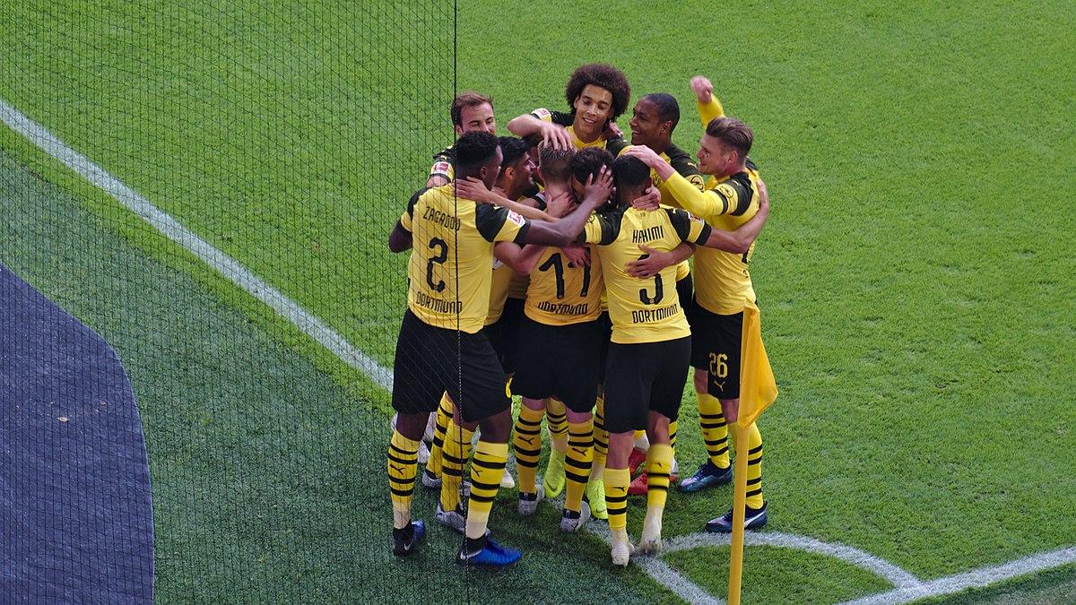 Dortmundin 19-vuotias nuorukainen rikkoi 52 vuotta vanhan ennätyksen Bundesliiga Jalkapallo
