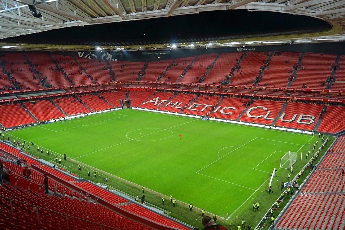 Aritz Aduriz nousi Athletic Bilbaon sankariksi komealla saksipotkulla Jalkapallo La Liga Uncategorized Urheilu