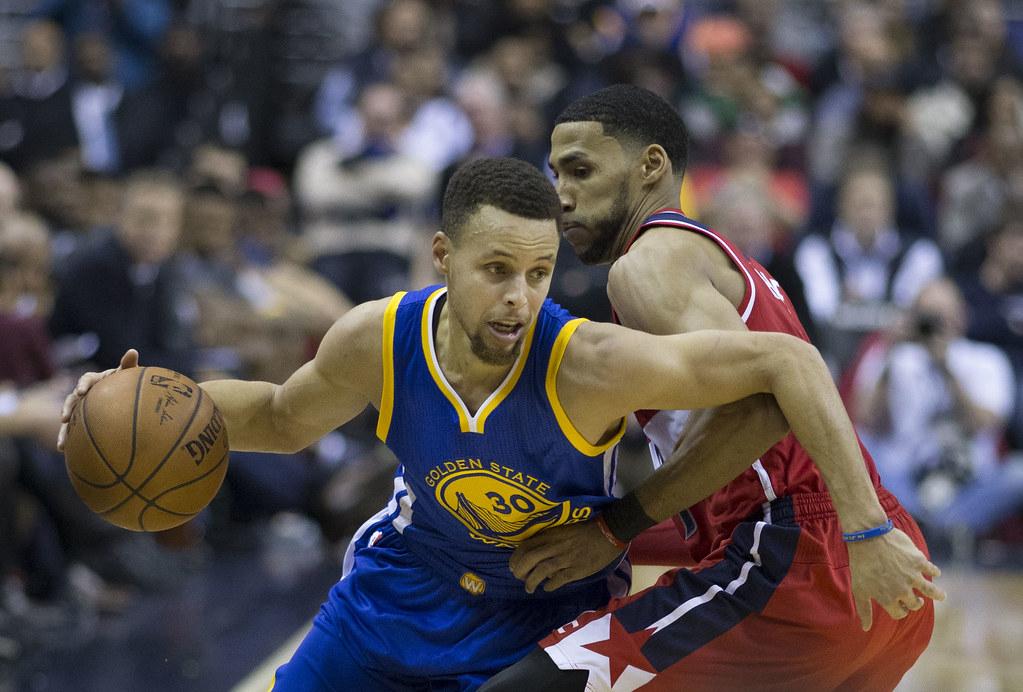 Stephen Curry teki historiaa Warriorsin ja Raptorsin ensikohtaamisessa Koripallo Uncategorized Urheilu